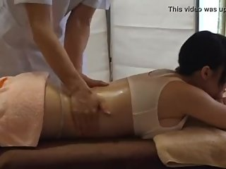 Pretty Japanese wife fucked masseur
